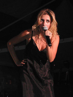 julie zenatti contact booking chanteuse