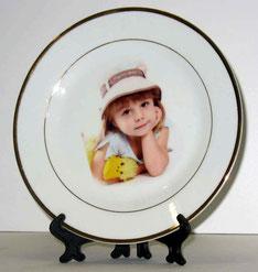 Сделать фото на тарелке. Фото на тарелке цена. Нанесение фото на тарелку. Печать фото на тарелке. Фото на тарелке заказать недорого. Тарелки с фото на заказ. Фото на тарелке Москва.
