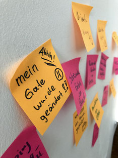 Post-Its mit Pains, Gains uns Tasks der Value Proposition Canvas
