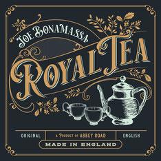 """JB kommt mit """"königlichem Tee"""" aus London."""