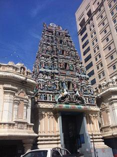 街の中で見かけたヒンドゥー寺院