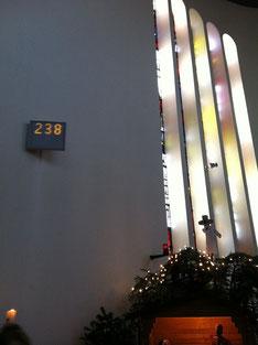 教会で歌う聖歌を表示する掲示板