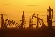 Extracción de petróleo por medio del fracking en Lost Hills (California, EE.UU.).