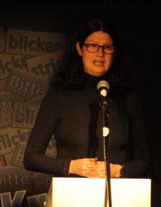 Anja Rüdiger stellt dem Publikum Eberhard Gast vor