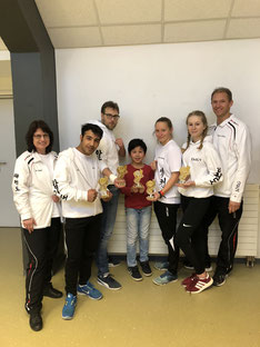 v.l.n.r.: Carmen Spiekermann (Coach), Mahdi Kazemi, Benjamin Symalla, Amir Satimov, Laura Schillo, Emily Michelswirth und Jörg Krieter (Coach)