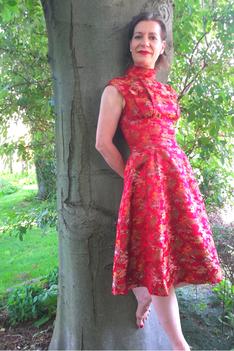 Vera Löwe im 60iger - Jahre- Kleid