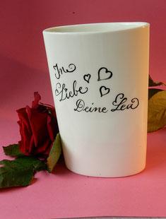 Gruß zum Valentinstag auf einer Vase
