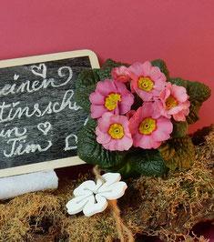 Handlettering auf kleiner Kreidetafel mit Valentinsgruß