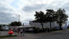 """Der Stellplatz liegt neben der Sturmflutenwelt """"Blanker Hans"""""""