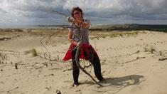 Auf der Düne: Anne im Kampf gegen eine wildgewordene Wurzel