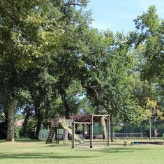 Jeux dans le parc du Château Belle Epoque à Linxe 40