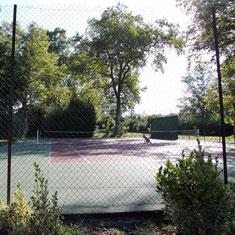 Tennisplatz des Schlosses Belle Epoque , 40 Ferienwohnungen und Gästezimmer