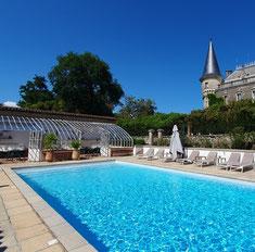 piscine et transat du Château Belle Epoque dans les Landes à Linxe 40