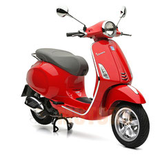 Vespa Primavera 50 in rot passend zum Helm VJ rot