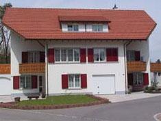 Zweifamilienhaus Laufenburg (Fensterladen und Garagentore)