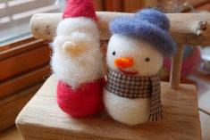 雪だるまに帽子をかぶせたり、マフラーをまいたりして完成!!