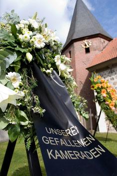 Vor der St.-Lamberti-Kirche in Selsingen bei Seedorf. Foto: Dana Kazda/Bundeswehr