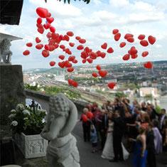 Luftballon Ballon Weitflug Hochzeit Wedding Trauung Herzen Massenstart