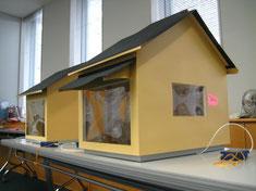 こどものためのオープンハウスで製作した家の性能を比較する家模型も使いました