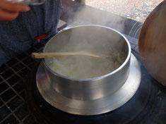 釜炊きの芋ご飯もおいしくできています。