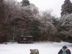 山頂広場。薄っすらと樹氷が。