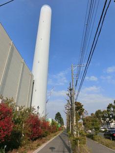 東八道路をさらに東へ。ランドマークにもなる清掃工場の大きな煙突を過ぎてしばらく歩くと目的地です