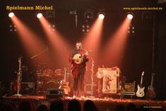 Michel, Michael, Spielmann, Gitarre, Gesang, Waldzither, Flöte, Mittelalter, Folk, Fingerpicking.