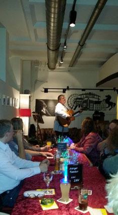 michael, michel, völkel, voelkel, spielmann, michel von der voelkelweyde, entertainer, alleinunterhalter, alleinunterhalter mit gitarre, lebende jukebox, singer, songwriter,  herne, wanne-eickel, ruhrgebiet, bochum, essen, dortmund, recklinghausen, herten