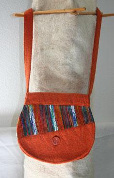 handgefertigte Umhängetasche aus Walkstoff mit Muster, Tasche handmade