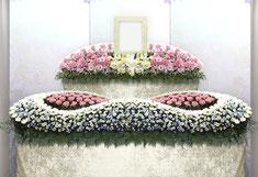 家族葬アレンジの花祭壇