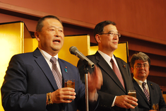 ㈱江戸清高橋社長と ともに乾杯
