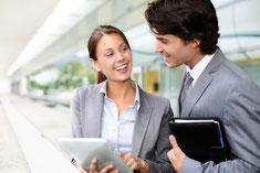 Le consultant industriel évalue et audite les fournisseurs.