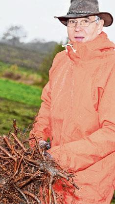 Trotz des miserablen Wetters hatte Nabu-Vorsitzender Otto Bies seine Freude an der Aktion.