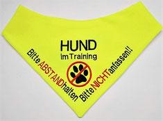 Hund im Training, Halstuch, Angsthund, Hundehalstuch bestickt