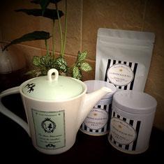 ポーセラーツティーポットと美味しい紅茶