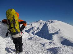 主稜線、上富良野岳から上ホロ、十勝岳を望む