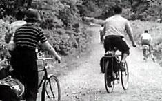 Personnes à vélos avec sacoches
