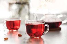 ハイビスカス、サンザシ、リンデンのシンプルなお茶は心臓に強壮効果をもたらします。