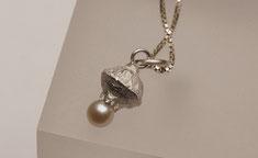 ganz kleiner Silberanhänger mit echter Perle