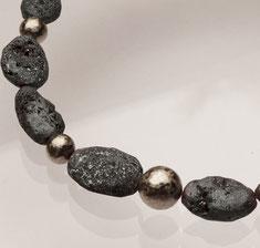 schwarz graue Edelsteinkette glitzernd groß mit Palladium