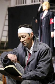 """Das Siegerfoto von Irfan Kars aus """"Cabaret"""" (2016) - Holger Schlosser als Cliff Bradshaw."""