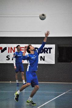 rotz guter Angriffsleistungen der beiden Hauptangreifer Bastian Dangel und Markus Schweigert (je nach Auswahl) reichte es für die Faustballer des TV Hohenklingen beim Heimspieltag am Samstag in der Knittlinger Sporthalle zu keinem Sieg