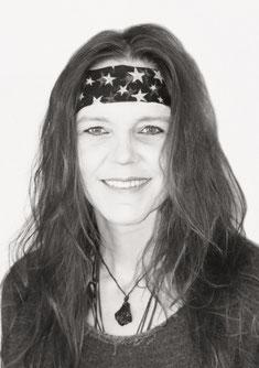 Portrait Claudia Honegger, Systemischer Coach bei Lichtpunkt Leben, Aufstellungen in Elsau bei Winterthur, Matrix-Fernbehandlungen