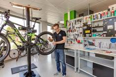 Pflege und Wartung in der e-motion e-Bike Welt Lenzburg