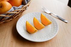 カットしたバレンシアオレンジ