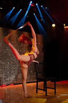 Burlesque Tänzerin München buchen, Burlesqueshows Bayern Deutschland Österreich Schweiz, Showgirl Entertainment, Las Vegas, Hollywood, Glamour Show, Gatsby, Babylon, Zwanziger Jahre Künstler buchen, Dixie Dynamite, Tanzshow, Firmenfeier Jubiläum Messe