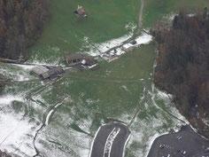 Ausblick von der Baustellen-Aussichtsplattform der neuen Stoosbahn auf unser Heimwesen Hinteriberg