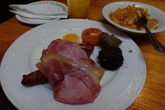 食事は朝は毎朝「フルアイリッシュブレックファスト」でした・・。6日間連続だとさすがに飽きてきました・・