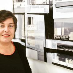 Monika Humm in ihrem Atelier in der Platform in München abstrakte Kunst Malerei Foto: Felix Hörhager