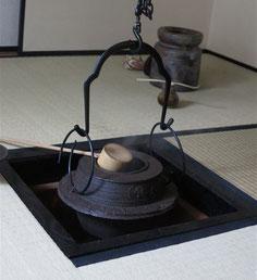 炉に掛けられた茶飯釜